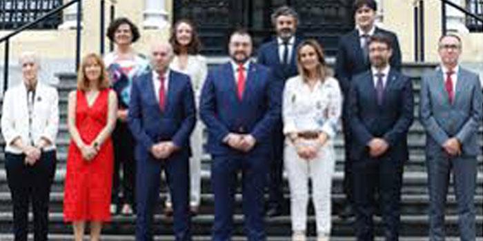 Andecha Astur desixe a Barbón recurtiar puestos y sueldos nel gobiernu del «Principado»